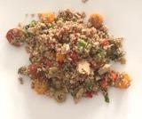Insalata fredda di quinoa verdure e tonno
